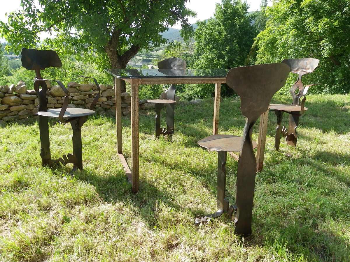 Mesa y sillas de forja la fragua del pirineo for Sillas de forja para jardin