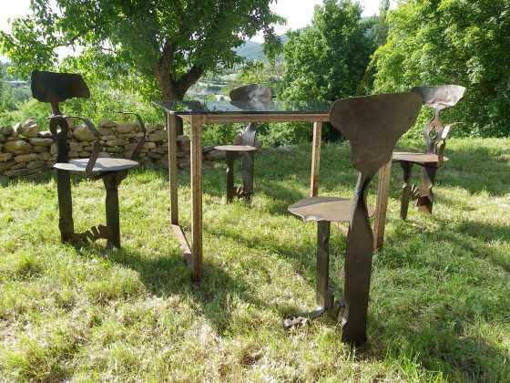 mesa y sillas de forja